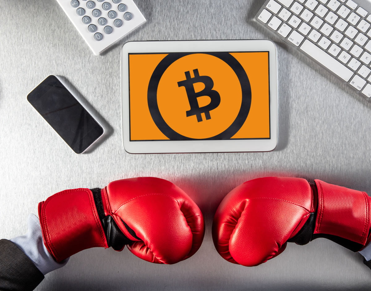 BCH Fight: Bitcoin Cash Bashing Heats Up, Rivals Duke it Out Ahead of Hard Fork