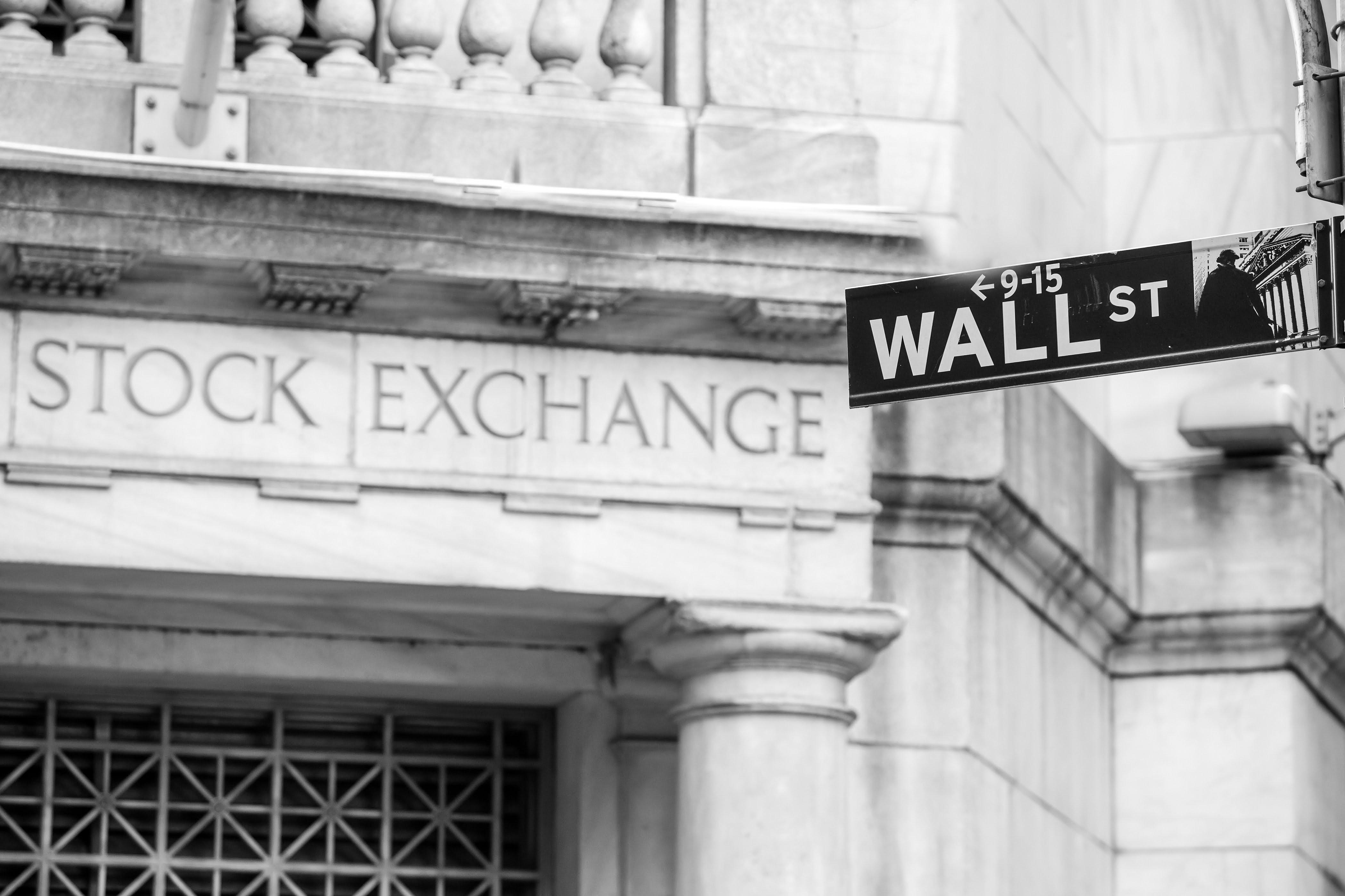 Economist Claims Investors Should Expect Volatile Stock Market in 2019