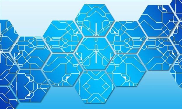 Блокчейн-сети с узлами, совместимыми со смартфонами, постепенно меняют правила игры для мелких игроков »/> </p> <p> Криптоэкосистема позиционирует себя как прорывную нишу для централизованной традиционной финансовой архитектуры. Этот предстоящий децентрализованный рынок основан на технологии блокчейн, фундаментальная инфраструктура которой поддерживается несколькими узлами, а не всеобъемлющим центральным органом. Узлы блокчейна можно сравнить с небольшими серверами & # 8211; их основная роль — хранить блоки данных, составляющие сеть цепочки блоков. </p> <p>Эти децентрализованные узлы подключены и облегчают обмен последними данными блокчейна, чтобы сеть оставалась актуальной. Проще говоря, узлы — это система поддержки сред блокчейнов. Хотя концепция может показаться технической, узлом может быть компьютер, ноутбук или другие устройства, включая смартфоны. Сегодня у нас есть много сетей блокчейнов, таких как Bitcoin, Ethereum и Dogecoin, операции которых облегчаются валидаторами узлов. </p> <h3> Проверка узлов </h3> <p>Процесс проверки узла включает в себя выделение ресурсов, таких как память и вычислительная мощность, для хранения данных и проверки транзакций, которые добавляются в сеть цепочки блоков. Например, блокчейн Биткойн использует консенсус Proof-of-Work (PoW), требующий от майнеров выделять ресурсы для проверки транзакций и защиты сети. </p> <p> В свою очередь, майнеры получают вознаграждение в сети за каждое блок добавлен в блокчейн. В настоящее время сетевое вознаграждение в сети Биткойн составляет 6,25 BTC после сокращения вдвое в мае 2020 года. Точно так же сети блокчейнов Ethereum и Dogecoin для эффективного функционирования зависят от валидаторов узлов. </p> <p>Есть два основных типа узлов; полный и легкий. Первый обеспечивает соблюдение всех правил конкретной сети блокчейнов, а второй ссылается на данные из полных узлов цепочки блоков. С легковесными узлами пользователи могут запускать узел, не сохраняя данные всего блока. Однако эти узлы не так наде
