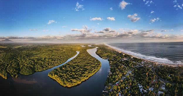 Купить виртуальные земли в Сальвадоре сейчас »/> </p> <p> Сальвадор — небольшая страна в Центральной Америке с населением чуть более 6 миллионов человек. Он обладает богатым культурным наследием коренных народов, а его столица, Сан-Сальвадор, является одним из самых знаковых городов мира. Действительно, он известен как высадка Христофора Колумба в 1492 году. </p> <p>Помимо своей богатой истории, Сальвадор также известен как первая в мире страна, дружественная к криптовалюте. Фактически, Сальвадор был одной из первых стран региона, заявивших о своем намерении стать криптонацией. Недавно они приняли биткойн в качестве законного платежного средства, что, по прогнозам экспертов, станет началом принятия криптовалютой криптовалюты в качестве законного средства платежа. </p> <p>Возможности для криптовалюты созрели в Сальвадоре. В стране проживает одно из самых больших сообществ художников и творцов за пределами Кремниевой долины. Теперь вы можете покупать виртуальные земли в Сальвадоре в виде «плиток» NFT на цифровой копии Земли через проект Next Earth. </p> <h3> Что такое NFT? </h3> <p> NFT, или Non-Fungible Token — это цифровой актив, который представляет собой право собственности на реальные или цифровые активы, такие как коллекционные карточки, произведения искусства или даже виртуальные объекты. </p> <p>Ажиотаж вокруг NFT не ограничивается только геймерами и энтузиастами блокчейна, но также привлекает внимание серьезных инвесторов и предпринимателей. Действительно, Visa недавно приобрела Cryptopunk NFT за 165 000 долларов, а энтузиасты NFT купили виртуальную недвижимость на сумму почти 2 миллиона долларов через Next Earth. </p> <h3> Как купить NFT для Virtual Land </h3> <p> с августа 2021 года. , Next Earth продавала виртуальные наземные NFT с карты Земли. Совсем недавно они запустили торговую площадку NFT, чтобы пользователи могли покупать и продавать NFT напрямую друг с другом. </p> <p>Покупка NFT представляет собой владение виртуальными земельными участками в метав