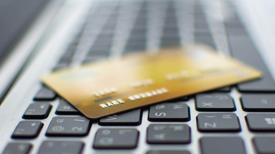 FinTech за первой стабильной монетой Cardano запускает банковские счета и дебетовые карты Visa
